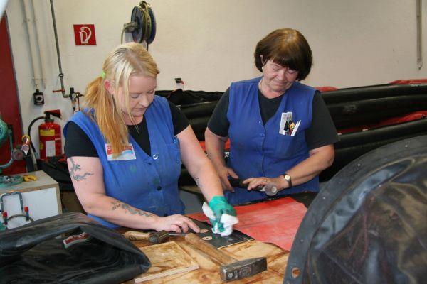 Grabner Service Arbeiten Spritzdeckenbeschläge aufkleben
